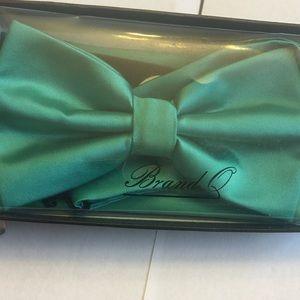 Men's bow tie and handkerchief